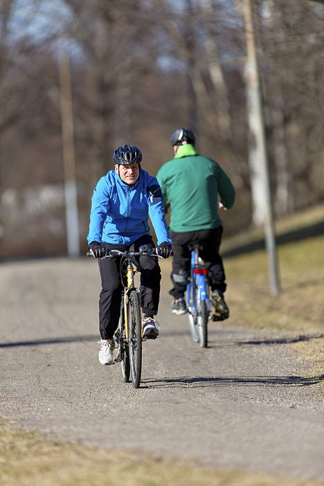 Alaraajojen kuormitusta kannattaa alussa vähentää tekemällä osa treeneistä niin, että koko kehon paino ei ole jalkojen päällä.