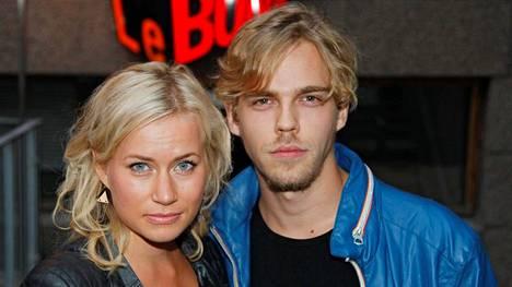 Minka Kuustosen ja näyttelijäksi opiskelevan Aku Sipolan parisuhde alkoi alkukesästä.