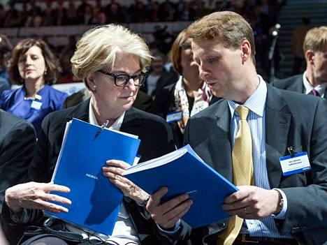 Marjorie Scardino (vas.) oli yli kymmenen vuotta Nokian hallituksessa.