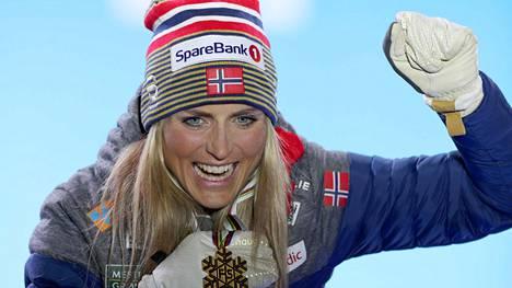 Therese Johaug tuuletti yhdistelmäkisan maailmanmestaruutta lauantaina.