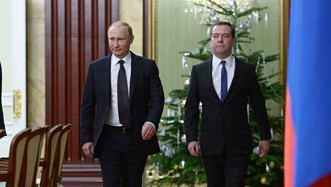 Venäjän presidentti Vladimir Putin ja pääministeri Dmitri Medvedev Moskovassa 25. joulukuuta.