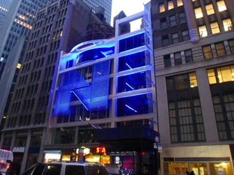Peter Nygårdin toimistorakennus sijaitsee aivan Times Squaren lähellä.