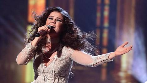 Saara Aalto näyttää viimein voittaneen britit puolelleen X Factorissa.