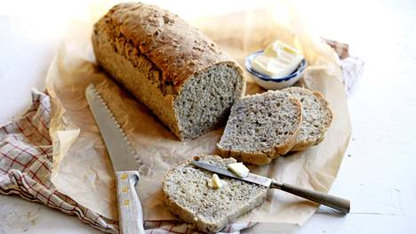 Leivän taikina saa jäädä löysäksi.