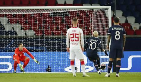 Neymar ohitti rangaistuspilkulta Leipzigin maalivahdin, unkarilaisen Peter Gulacsin.