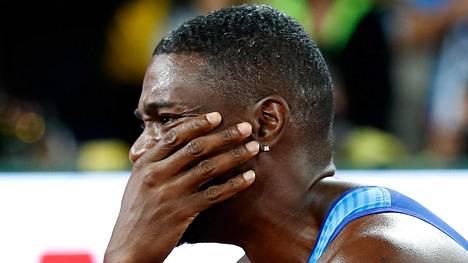 Justin Gatlin kyynelehti vuolaasti Lontoon MM-pikapyrähdyksen jälkeen.