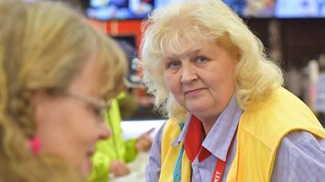 Äänekosken Citymarketin työntekijät nimesivät Helena Tourusen kesäkuussa Työpaikan Helmeksi.