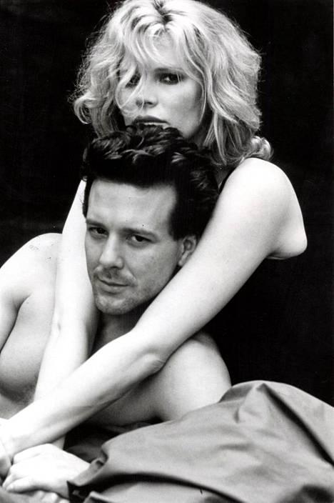 Mickey Rourke ja Kim Basinger elokuvassa 9 1/2 viikkoa vuonna 1986