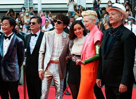 Timothée Chalamet The French Dispatch -elokuvan tuotantotiimin ja näyttelijöiden kanssa Cannesissa.