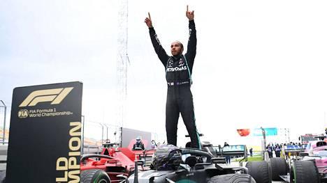 Lewis Hamilton pääsi viime sunnuntaina juhlimaan jo uransa seitsemättä maailmanmestaruutta. Omassa lajissaan yhden MM-tittelin vähemmän voittanut Ronnie O'Sullivan ei arvosta maanmiehensä saavutuksia järin korkealle.