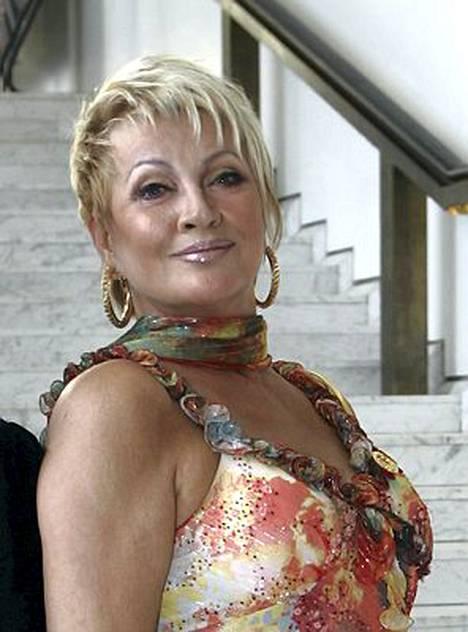 Hannele Lauri suunnittelee avioon astumista.