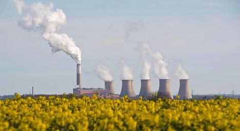Mynämäellä on onnistuttu leikkaamaan päästöjä. Iso-Britannian Midlandsissa hiilivoimala vielä tupruttaa, mutta maa suunnittelee luopuvansa hiilivoimasta vuoteen 2025 mennessä.
