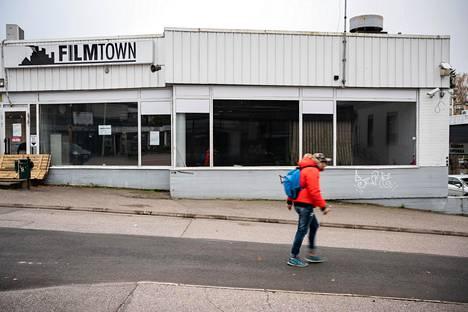 Filmtownin entisen tilan kellariin tuli syksyn alussa uusi vuokralainen, kertoo kiinteistöä hoitanut kiinteistönvälittäjä Mika Koskipalo. Katutason tilojen vuokraus pelottaa kuitenkin potentiaalisia asiakkaita, koska rakennus saatetaan purkaa.