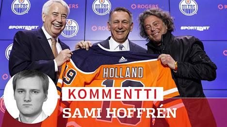 Edmonton Oilers esitteli uuden GM:nsä Ken Hollandin (kesk.) viime viikolla.