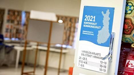 Lounais-Suomen poliisi tutkii epäilyjä vaalirikoksista Turun Varissuolla.