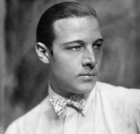 Rudolph Valentino oli mykkäfilmien palvottu tähti ja aikansa suurin seksisymboli. Hän menehtyi vain 31-vuotiaana.