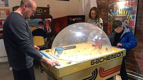 Jalkapallomuseon viereisissä tiloissa toimii Neuvostoliiton peliautomaateille omistettu elämysmuseo, jossa saa myös itse pelata.