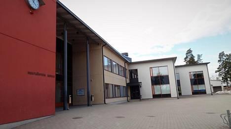 Levin tulipalossa kuolleet kolme lasta kävivät kaikki samaa Huutjärven koulua Pyhtäällä. Huutjärven koulussa on esikoulu sekä ala- ja yläaste ja lähes 500 oppilasta.