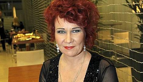 Vicky Rosti lauloi IS:n 80-vuotisjuhlassa.