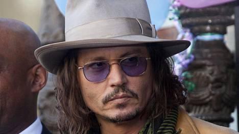 Depp ei ollut tapahtumahetkellä kotona.
