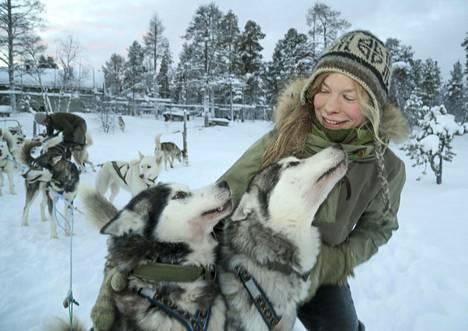 Elämä keskellä luontoa yhdessä rakkaiden koirien kanssa on kaikki, mitä Tinja Myllykangas tarvitsee.