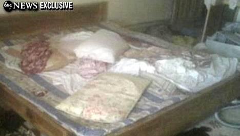 Kuvakaappaus videolta, jossa näkyy huone, jonne Osama bin Laden ammuttiin.