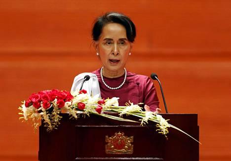 Aung San Suu Kyi puhui uhmakkaasti eikä maininnut rohingya-vähemmistöä kertaakaan.