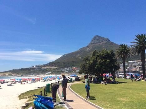 Laura kohtasi tulevan miehensä opiskelijavaihdossa Stellenboschin yliopistossa. Sitä kautta tie vei asumaan Etelä-Afrikkaan.