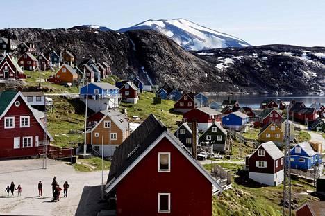 Grönlanti sai autonomisen aseman Tanskalta vuonna 1979. Kuvassa saaren länsiosissa sijaitseva Upernavikin kylä.