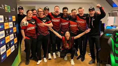 Heroic oli turnauksen alussa 13. parhaiten sijoitettu joukkue 24 osallistujasta. Finaalin ratkaissut Casper Møller on kuvan keskellä huutamassa kurkku suorana.