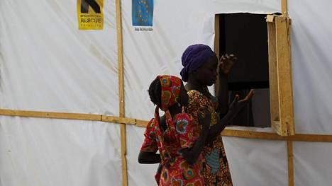 Lapset leikkivät pakolaisleirillä Nigeriassa maaliskuun alussa.