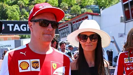 Kimi Räikkönen suojannee jättiomaisuutensa jälleen avioehdolla. Minttu Virtasesta tuli sunnuntaina rouva Minttu Räikkönen.