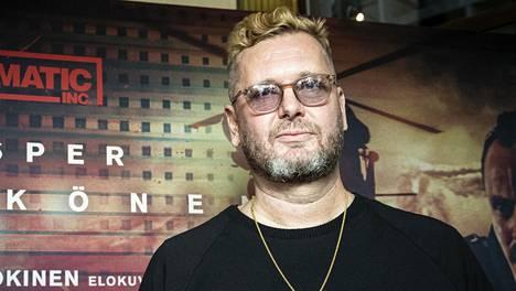 Ohjaaja Antti J. Jokinen on toistaiseksi sairauslomalla.