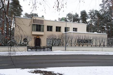 Piispa Matti Repo asuu funkkistalossa Tampereella.