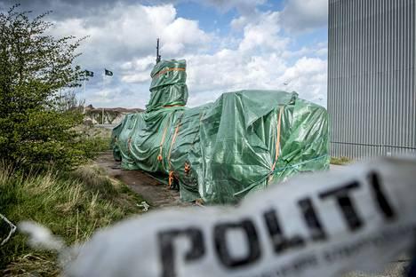 Madsenin Nautilus-sukellusvene poliisin tutkittavana Kööpenhaminassa.