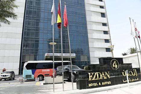 Suomalaisurheilijoidenkin majapaikkana toimiva Ezdan-hotelli ei ole ollut kaikkien mieleen.