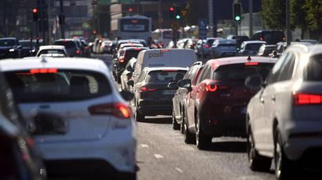 Liikenteen päästöt muodostavat noin viidenneksen kaikista Suomen kasvihuonekaasupäästöistä. Liikenteen päästöt vähenivät liikenne- ja viestintäministeriön mukaan 2005–2015 noin 16 prosenttia, mutta kasvoivat 2016–2018 noin seitsemän prosenttia. Henkilöautoilu muodostaa suurimman osan liikenteen päästöistä.