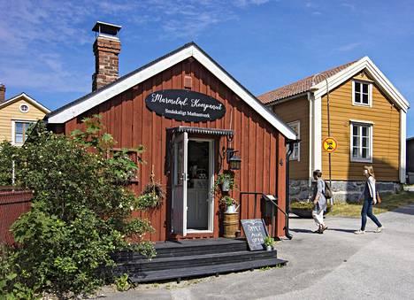 Marmelad Kompaniet on pienen pieni hillo- ja marmeladiputiikki Pietarsaaren puutalokaupunginosa Skatan länsilaidalla.