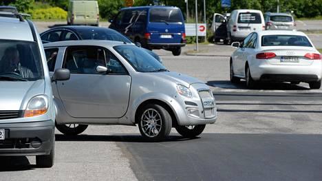 Mopoautot ovat osa liikennettä. Niiden rinnalle kaavaillaan ns. kevytautoja, joiden huippunopeus olisi 45 km/h.