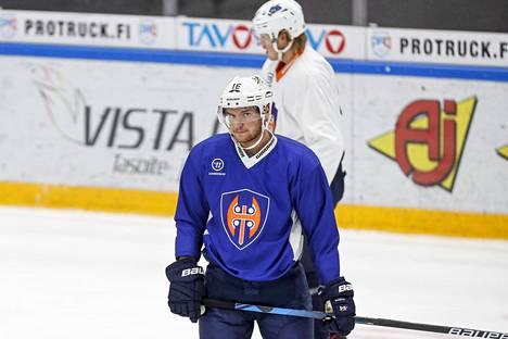 Barkov osti hiljattain 10 prosentin siivun Tapparan taustayhtiö Tamhockeysta. Hän on seuran kolmanneksi suurin osakas.