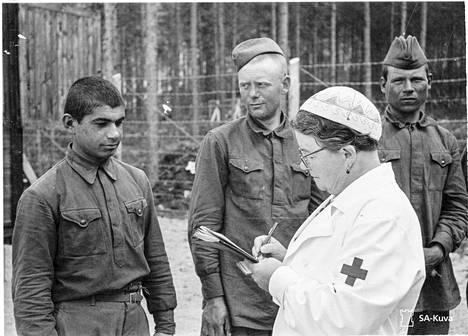 Suomen Punainen Risti piti yllä kortistoja sotavangeista.