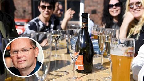 NoHo Partnersin toimitusjohtaja Aku Vikström kertoo, että ravintoloissa on varauduttu aukioloaikojen pitenemiseen.
