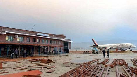 Nepalissa sunnuntaina tapahtuneessa lento-onnettomuudessa kuoli 18 ihmistä.