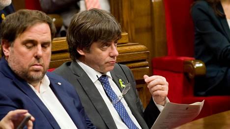 Katalonian syrjäytetty aluejohtaja Carles Puigdemont alueparlamentin istunnossa 27. lokakuuta.