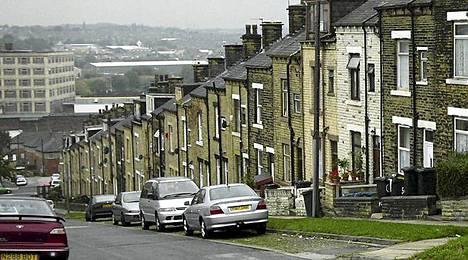 Bradfordin kaupungissa asuu liki 300000 ihmistä. Se sijaitsee lähellä Leedsiä.