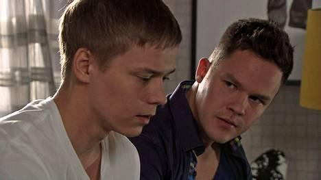 Elias (Petteri Paavola) ja Lari (Ronny Roslöf) saivat faneja ulkomailla asti.
