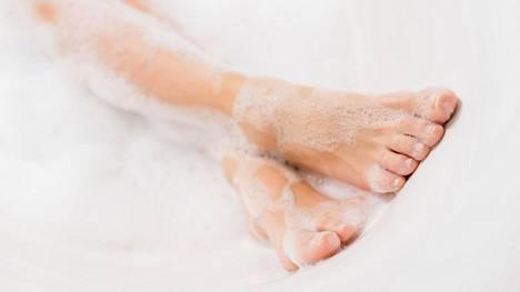 Raspaamisen seurauksena iho puolustautuu ja kasvattaa lisää ihosolukkoa ihon suojaksi. Toistuva raspaaminen johtaa kroonisiin ihomuutoksiin.