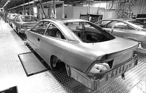 Opel Calibran kokoonpanoa Uudessakaupungissa maaliskuussa 1991.