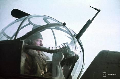 Blenheim-koneen konekivääriampuja ampumossa.