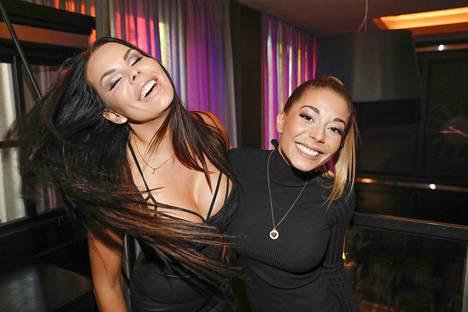 Suvi Pitkänen on tehnyt Amanda Harkimon kanssa myös DJ Diaries -tosi-tv-ohjelmaa.